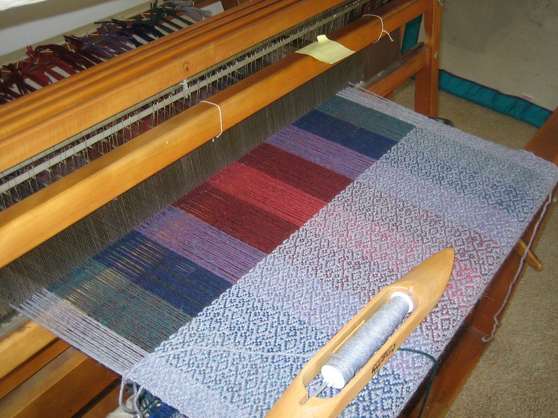 how to weave a blanket on a loom