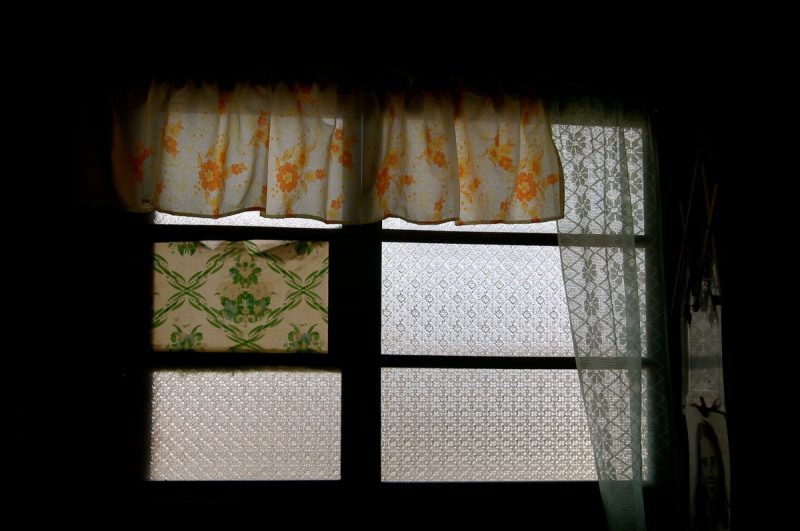 How to hang curtains with drapery hooks