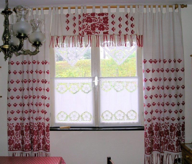 What are pinch pleat curtains