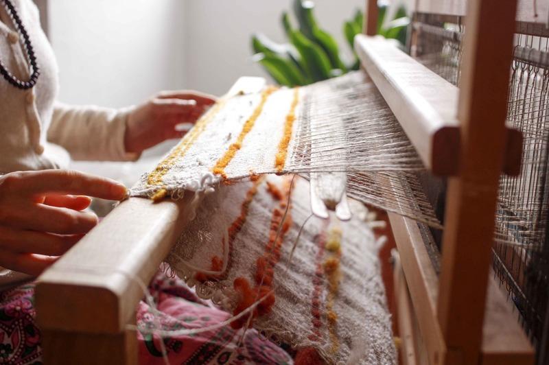 how to make a pom pom blanket loom board