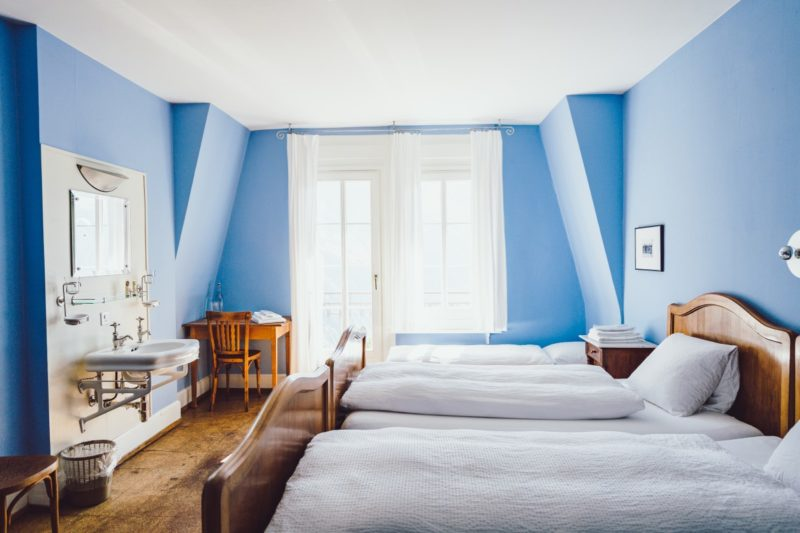 what color curtains go with light blue walls