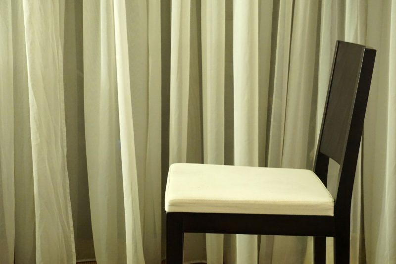 what color curtains with green walls and brown furniture