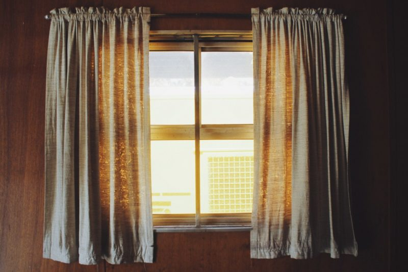 How to make curtains out of burlap